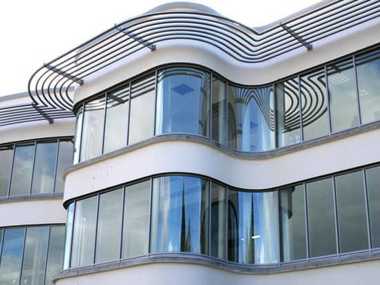 Пример использования изогнутого стекла