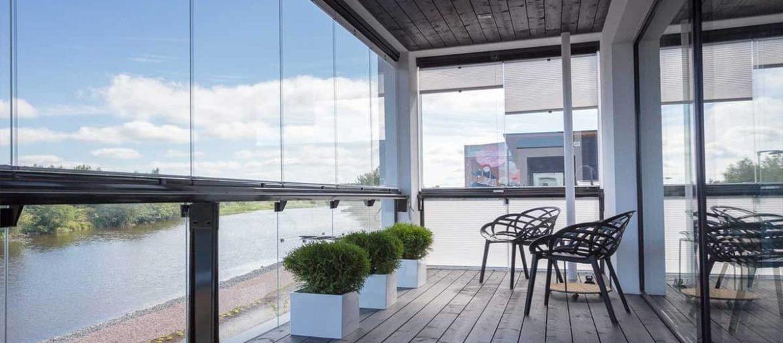 Преимущества остекления балкона под ключ в Днепре от компании Алиас