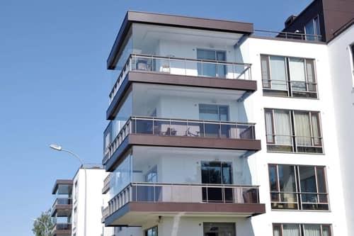 Остекление доступно для балконов любой формы, в том числе угловых