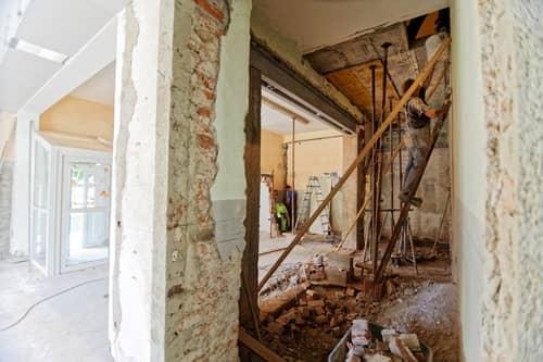 Даже демонтаж конструкций должны производить специалисты